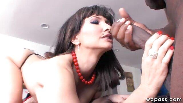 BBW cubaine, Angelina Castro fait une pipe xxx femme vierge chaude à son entraîneur!